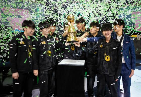 DK惨败韩网热议!时隔三年RNG再夺冠!欢迎回到被RNG统治的年代